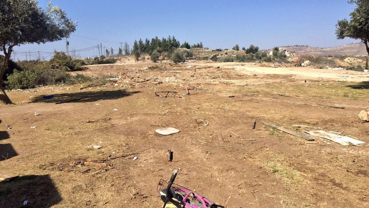 Less than two weeks after evacuation, Amona is a ghost town