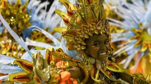 Carnival opens in Rio, defying growing Zika fears
