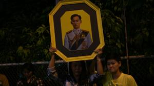 Grieving Thailand begin king's official mourning