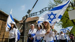 Thousands march at Auschwitz to honor Holocaust victims