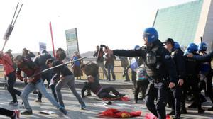 Ankara police, activists clash on bombing anniversary