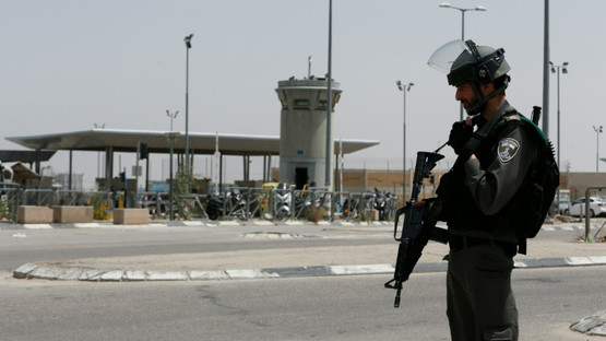 Israeli wounded in stabbing attack at West Bank checkpoint