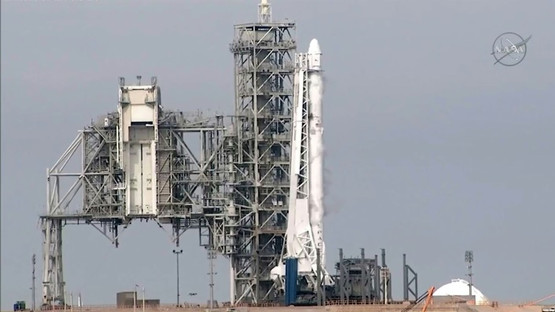 After fixing engine glitch SpaceX blasts off cargo from historic NASA launchpad