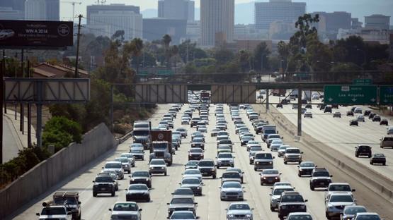 Risque accru de démence chez les personnes vivant à proximité d'axes routiers