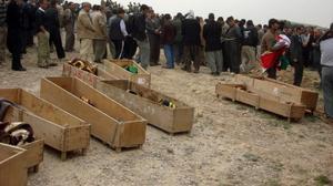 العثور على 72 مقبرة جماعية لمدنيين قتلهم داعش بها 15 الف شخص