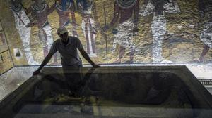 Israel hands back smuggled Egyptian antiquities