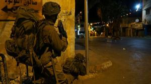 Israeli forces arrest 19 wanted Palestinians, uncover W.Bank weapons workshops