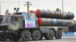 """إيران تستعرض منظومة دفاعها الصاروخية الجديدة """"باور 373"""""""