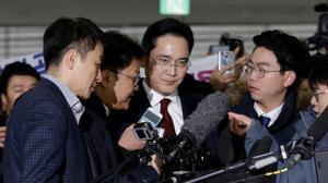South Korea prosecutors seek arrest of Samsung heir