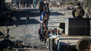 Les forces irakiennes coupent Mossoul de la Syrie