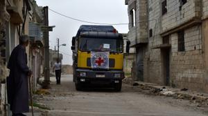 قافلة مساعدات تدخل مدينتين محاصرتين قرب دمشق لأول مرة منذ 4 سنوات