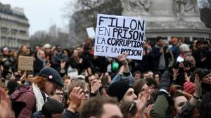 """France: manifestations pour dénoncer la """"corruption"""" en politique"""