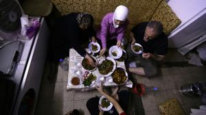 Cash-strapped Syrians challenged to break Ramadan fast for $3 or less