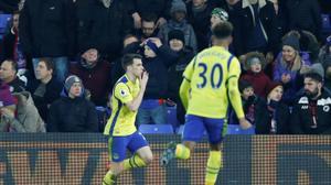 Rooney breaks United record, City denied by Spurs fightback
