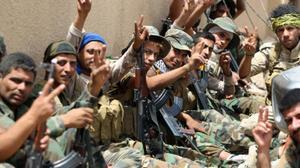 Des Irakiens affamés fuient la domination chancelante de l'EI