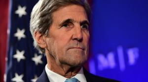 Kerry says Israel must choose: settlements or peace