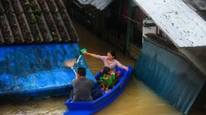 Six dead as floods spark chaos in Thai south