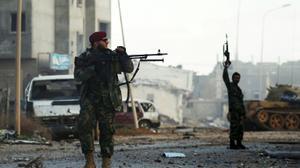 داعش ينسحب من احد احياء بنغازي بعد معارك مع قوات حفتر