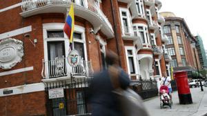 Ecuador 'temporarily restricts' Assange internet over US election leaks