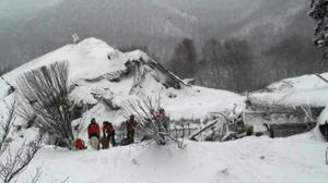 'No signs of life' in Italian hotel hit by avalanche