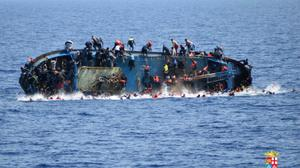 At least 42 dead after boat carrying 600 migrants capsizes off Egypt coast