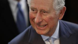 Le prince Charles se recueille sur la tombe de sa grand-mère à Jérusalem