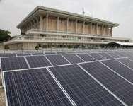 La Knesset inaugure un système de panneaux solaires ( Service de presse de la Knesset )