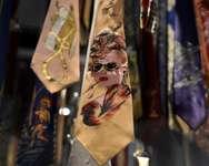 Des cravates de la collection du professeur italien Piergiovanni Marzili sont présentées le 8 octobre 2014 au Musée National Suisse à Zurich dans le cadre d'une exposition sur cet accessoire, symbole de pouvoir ( Fabrice Coffrini (AFP) )