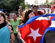 Cuban students march in a street of Havana, on December 17, 2014, after Washington released three Cuban spies ( Roberto Morejon (AIN/AFP) )