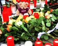 Tributes are laid in front of the headquarters of German airline Germanwings in Cologne ( Patrik Stollarz (AFP) )