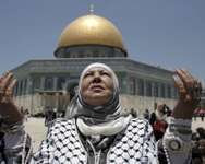 Palestinian women pray outside Dome of the Rock ( AFP )