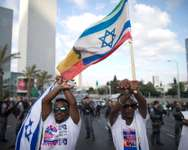 Israelis of Ethiopian origin shout slogans and wave flags during a protest against racism and what Israeli-Ethiopians say is excessive aggression by Israeli police, in central Tel Aviv, Israel, 22 June 2015. Several hundred members of the Ethiopian commun ( EPA/ABIR SULTAN )