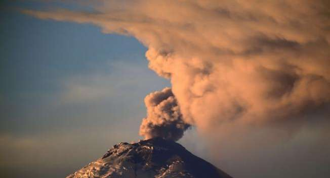 """The Cotopaxi volcano spewing ash on October 08, 2015. The volcanic activity, which began August 14 after 138 years of silence, continued with """"steam emissions and a moderate load of ash"""" the country's Security Ministry said. ( AFP )"""