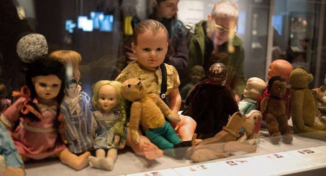 "Dolls belonging to Jewish children victims of the Holocaust are displayed at ""Children in the Holocaust: Stars Without a Heaven"", a new exhibition of the Yad Vashem Holocaust memorial museum, in Jerusalem ( Menahem Kahana (AFP/File) )"