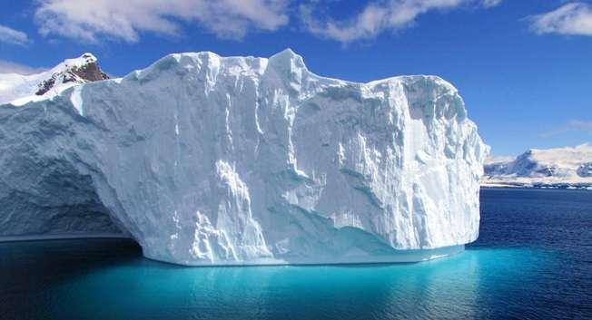 Un iceberg dans l'Antarctique, le 1er janvier 2010 ( Sarah Dawalibi (AFP/Archives) )