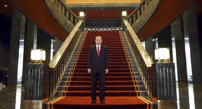 Turkish President Recep Tayyip Erdogan prepares to host a republic day ceremony the new Ak Saray presidential palace on the outskirts of Ankara on October 29, 2014 ( Adem Altan (AFP) )