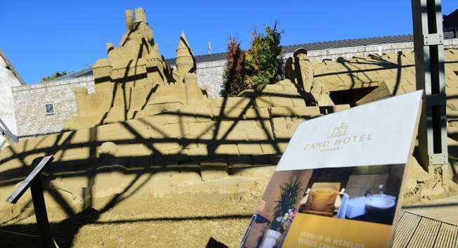 An outside view of the world's first real-life 'sandcastle hotel', constructed with tons of sand and enforced with wood, in the small southern Dutch city of Oss ( Emmanuel Dunand (AFP) )