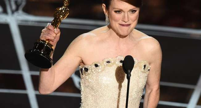 Winner for Best Actress Julianne Moore accepts her award on stage at the 87th Oscars February 22, 2015 in Hollywood, California ( Robyn Beck  (AFP) )