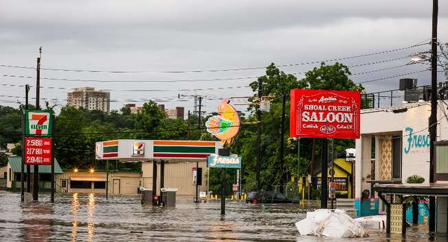 Parts of Austin, Texas are shown inundated after days of heavy rain on May 25, 2015 ( Drew Anthony Smith (Getty/AFP) )