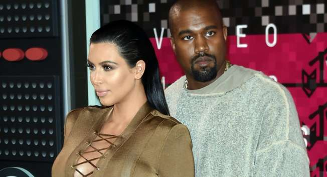 Reality TV star Kim Kardashian and rapper Kanye West arrive on the red carpet at the MTV Video Music Awards at the Microsoft Theater in Los Angeles on August 30, 2015 ( Mark Ralston (AFP) )