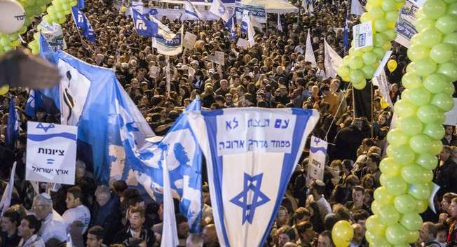 Supporters of Israeli Prime Minister and Likud party's candidate in the general elections, Benjamin Netanyahu, attend his campaign meeting on March 15, 2015, in Rabin Square in the Israeli costal city of Tel Aviv ( Jack Guez (AFP) )