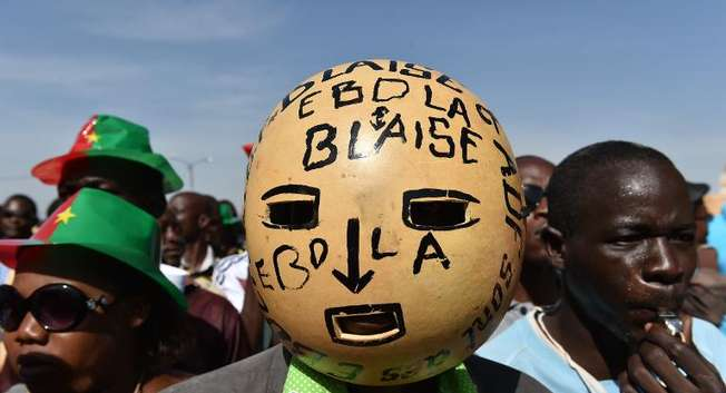 Residents march on October 29, 2014 in Ouagadougou against the high cost of living in Burkina Faso ( Issouf Sanogo (AFP) )