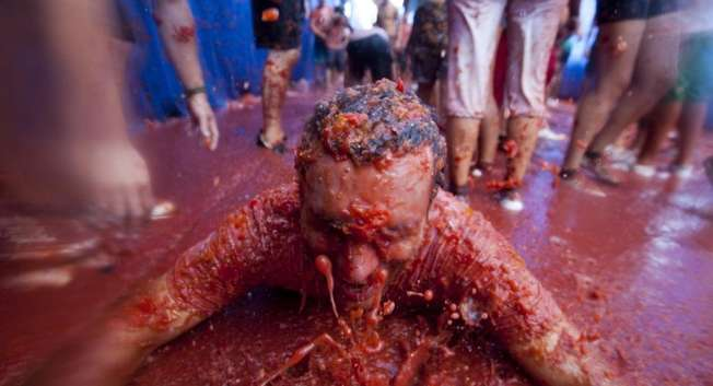 Revellers take part in the annual 'La Tomatina' fiesta in the village of Bunol, near Valencia, on August 29, 2012 ( Biel Alino (AFP/File) )
