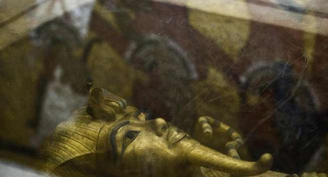 The golden sarcophagus of King Tutankhamun in his burial chamber in the Valley of the Kings, close to Luxor, on September 28, 2015 ( AFP/ Khaled Desouki )