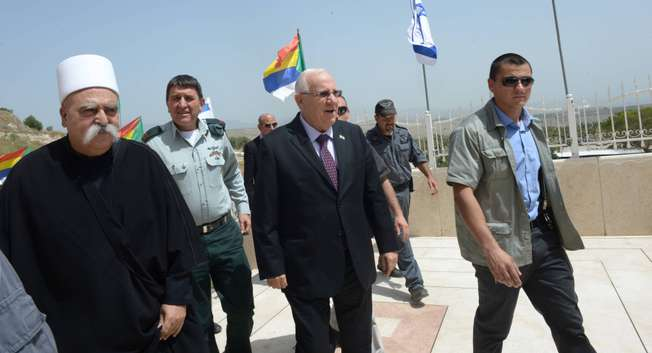 Israel's President Reuven Rivlin visits the grave of the prophet Jethro in the Galilee, in honor of the Druze holiday Nebi Shuayb, April 27, 2015 ( Haim Zach )