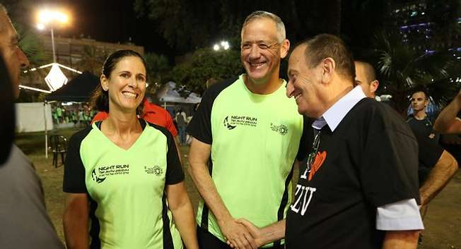 "Le chef d'état-major israélien Benny Gantz participe à la ""night run"" de Tel Aviv le 28 octobre 2014 ( Ynet )"