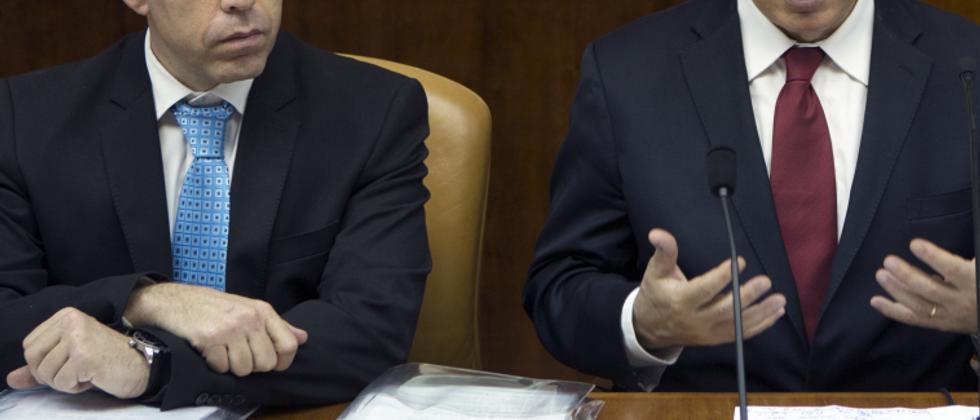 Gilad Erdan and Benjamin Netanyahu (AFP)