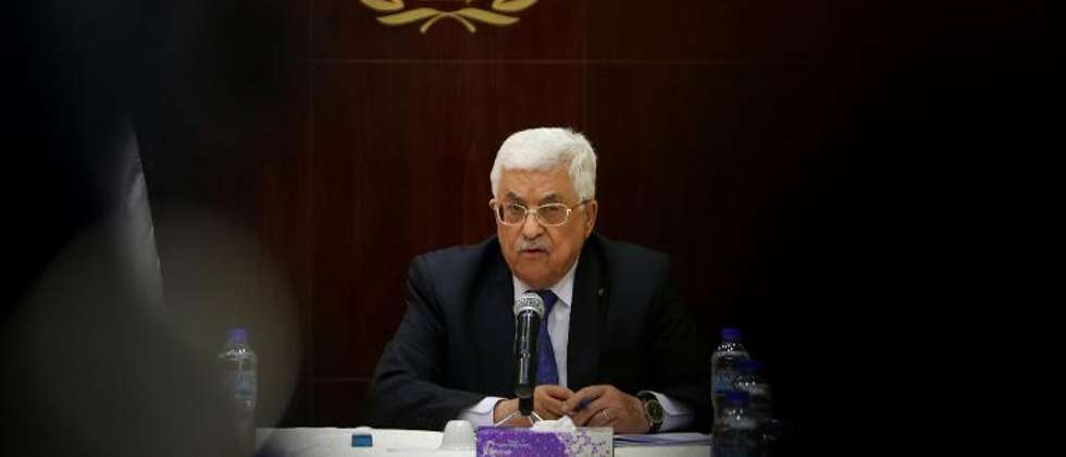 Palestinian president Mahmud Abbas speaks during a meeting with the Palestinian executive committee in the West Bank city of Ramallah on March 19, 2015 (Abbas Momani (AFP))