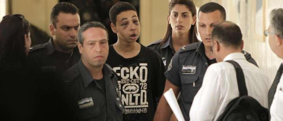 American-Palestinian teenager Tariq Abu Khdeir brouught to Jerusalem court, July 6, 2014 (Ahmad Gharabli (AFP))