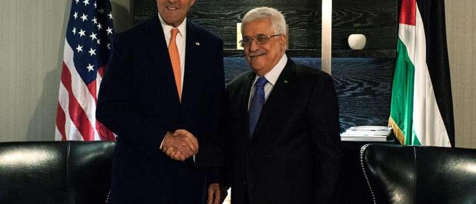 Le secrétaire d'Etat américain John Kerry et le président palestinien Mahmoud Abbas, le 23 septembre 2014 à New York (Bryan Thomas (Getty/AFP/Archives))